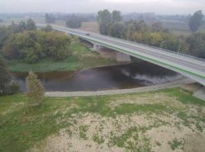 Zdjęcie przedstawia fragment nowo wybudowanej drogi