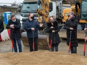 Symboliczne wbicie łopaty - zdjęcie przedstawia uczestników wydarzenia