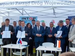 Umowa na budowę wiaduktu kolejowego w Łańcucie
