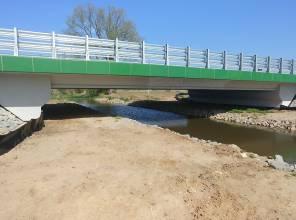 Zdjęcie przedstawia nowo wybudowany obiekt mostowy