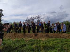 Symboliczne rozpoczęcie budowy - zdjęcie przedstawia uczestników wydarzenia