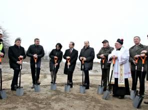 Kolejne łopaty wbite. Ruszyła budowa obwodnic Oleszyc i Cieszanowa